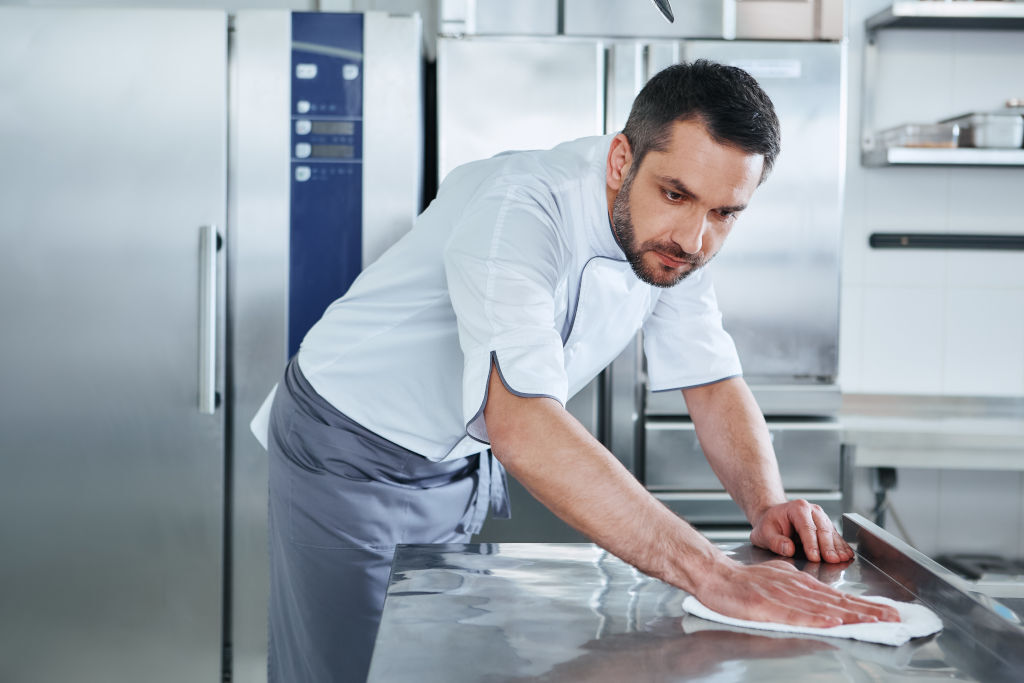 How a Digital Restaurant Kitchen Cleaning Checklist Can Ensure Safe Food Preparation